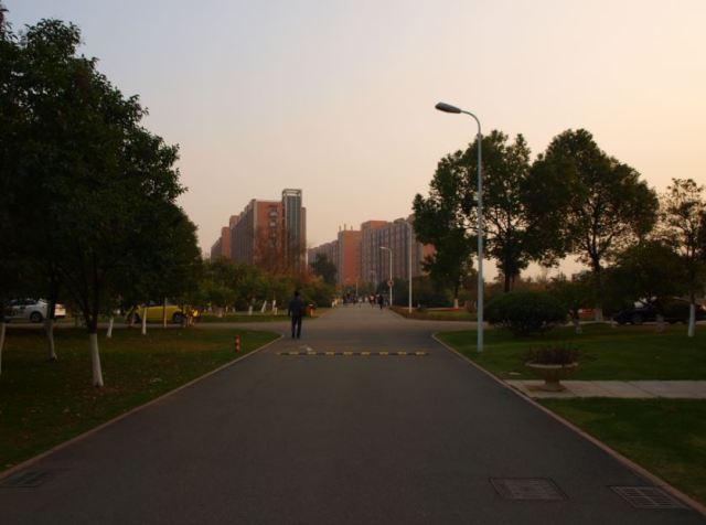Main Walkway Academic to Housing